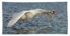 Bath Towel featuring the photograph Mute Swan by Roy McPeak
