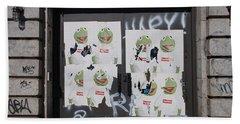 Bath Towel featuring the photograph N Y C Kermit by Rob Hans