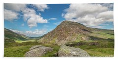 Hand Towel featuring the photograph Nant Ffrancon Valley, Snowdonia by Adrian Evans