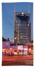 Bath Towel featuring the photograph Nashville - Batman Building by Brian Jannsen