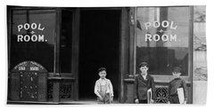 Newsies Outside A Pool Room - St. Louis - 1910 Hand Towel