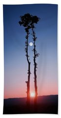 Hand Towel featuring the photograph Oak Kissing by Bess Hamiti