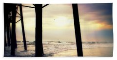 Bath Towel featuring the photograph Oceanside - Late Afternoon by Glenn McCarthy