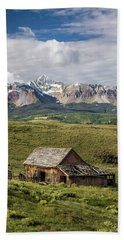 Old Barn And Wilson Peak Vertical Bath Towel