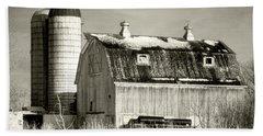 Old Barn Huntley Illinois Bath Towel