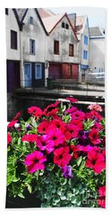 Bath Towel featuring the photograph Petunias Of Amiens by Therese Alcorn