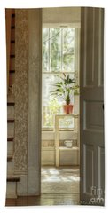 Plant In Window Bath Towel