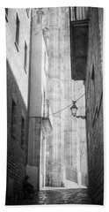 Quiet Moment Near Barcelona Cathedral, B/w Hand Towel