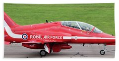 Raf Scampton 2017 - Red Arrows Xx322 Sitting On Runway Hand Towel