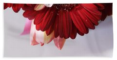 Red And Pink Gerberas And Tulips Bath Towel