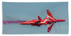 Bath Towel featuring the photograph Red Arrows Crossover by Gary Eason