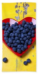 Red Heart Plate With Blueberries Bath Towel by Garry Gay