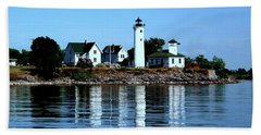 Reflections At Tibbetts Point Lighthouse Bath Towel