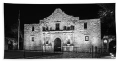 Remembering The Alamo - Black And White Bath Towel by Stephen Stookey