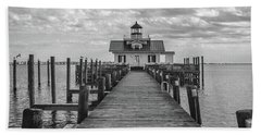 Hand Towel featuring the photograph Roanoke Marshes Light by David Sutton