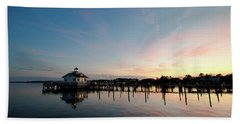 Roanoke Marshes Lighthouse At Dusk Bath Towel