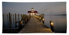 Hand Towel featuring the photograph Roanoke Marshes Lighthouse by David Sutton