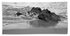 Rock And Waves In Albandeira Beach. Monochrome Bath Towel