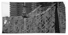 Hand Towel featuring the photograph Roosevelt Island Tram by John Harding