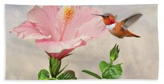 Rufous Hummingbird And Pink Hibiscus Flower Bath Towel