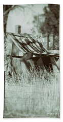 Hand Towel featuring the photograph Rural Reminiscence by Linda Lees