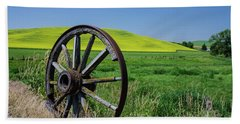 Rustic Wagon Wheel In The Palouse Hand Towel by James Hammond