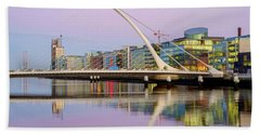 Samuel Beckett Bridge At Dusk Bath Towel