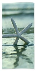 Hand Towel featuring the photograph Sea Star Vert by Laura Fasulo