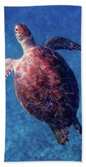 Bath Towel featuring the photograph Sea Turtle by Lars Lentz
