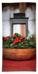 Bath Towel featuring the photograph Seasons Greetings Christmas Centerpiece by Shelley Neff