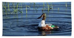 Bath Towel featuring the photograph Shoveler by Jean Noren
