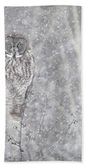 Hand Towel featuring the photograph Silent Snowfall Portrait by Everet Regal