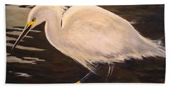 Hand Towel featuring the painting Snowy Egret by Alan Lakin