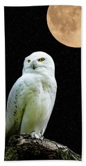 Hand Towel featuring the photograph Snowy Owl Under The Moon by Scott Carruthers