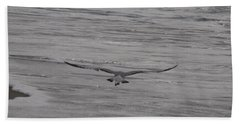 Bath Towel featuring the photograph Soaring Gull by  Newwwman