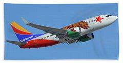 Southwest Boeing 737-7h4 N943wn California One Phoenix Sky Harbor October 16 2017 Bath Towel