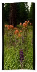 Stand Out In The Crowd Bath Towel by Jennifer Lake