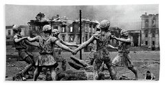 Statue Of Children After Nazi Airstrikes Center Of Stalingrad 1942 Hand Towel