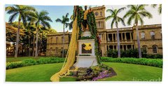 Bath Towel featuring the photograph Statue Of, King Kamehameha The Great by D Davila