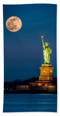 Statue Of Liberty And A Rising Supermoon In New York City Bath Towel