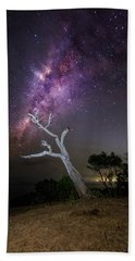 Striking Milkyway Over A Lone Tree Hand Towel