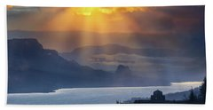 Sun Rays Over Columbia River Gorge During Sunrise Bath Towel