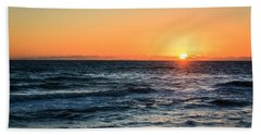 Sunrise In Nags Head Bath Towel by Joni Eskridge
