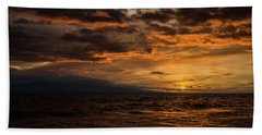 Hand Towel featuring the photograph Sunset Over Hawaii by Chris McKenna