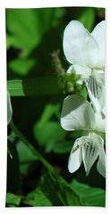 Hand Towel featuring the photograph Sweet White Violets Dspf0405 by Gerry Gantt
