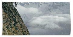 T-404101 Climbers On Sleese Mountain Bath Towel