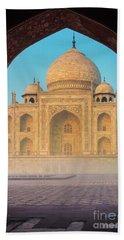 Taj Mahal Though An Arch Bath Towel