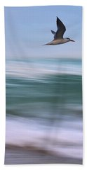 Hand Towel featuring the photograph Tern Flight Vert by Laura Fasulo