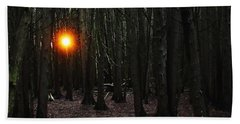 Bath Towel featuring the photograph The Guiding Light by Debbie Oppermann