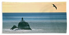 Hand Towel featuring the photograph Tillamook Lighthouse by Suzette Kallen